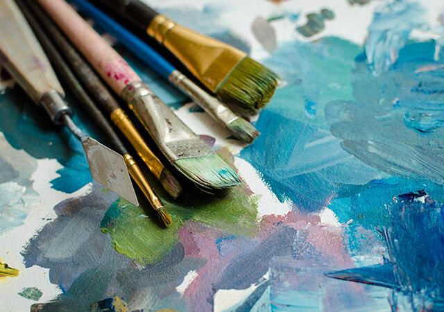 paintbrushes-253579855-640x450